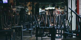 locale chiuso (foto repertorio Shutterstock.com)