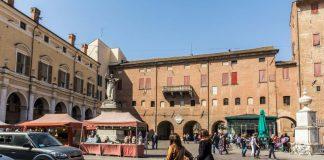 Piazza Savonarola a Ferrara (foto di repertorio Shutterstock.com)