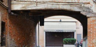 Forno chiuso a Ferrara (foto archivio Shutterstock)