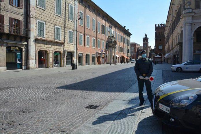 Guardia di Finanza in centro a Ferrara