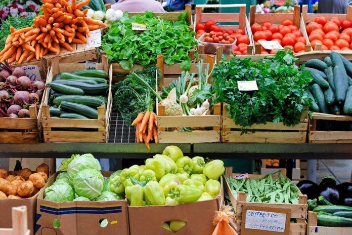 Banco verdura mercato (foto di repertorio Shutterstock.com)