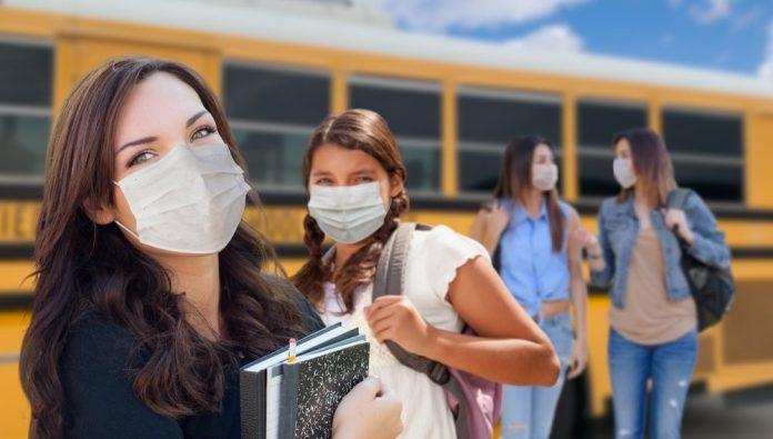 studenti autobus (foto repertorio Shutterstock.com)