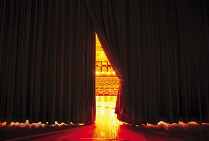 Palcoscenico di un teatro (foto repertorio Shutterstock.com)