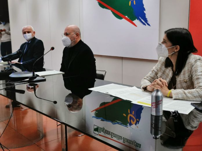 Presentazione patto (l'assessore Colla, il presidente Bonaccini e vicepresidente Schlein)
