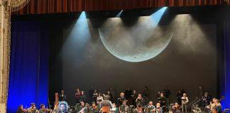 Cristicchi durante le registrazioni dal palco del Teatro Comunale di Ferrara