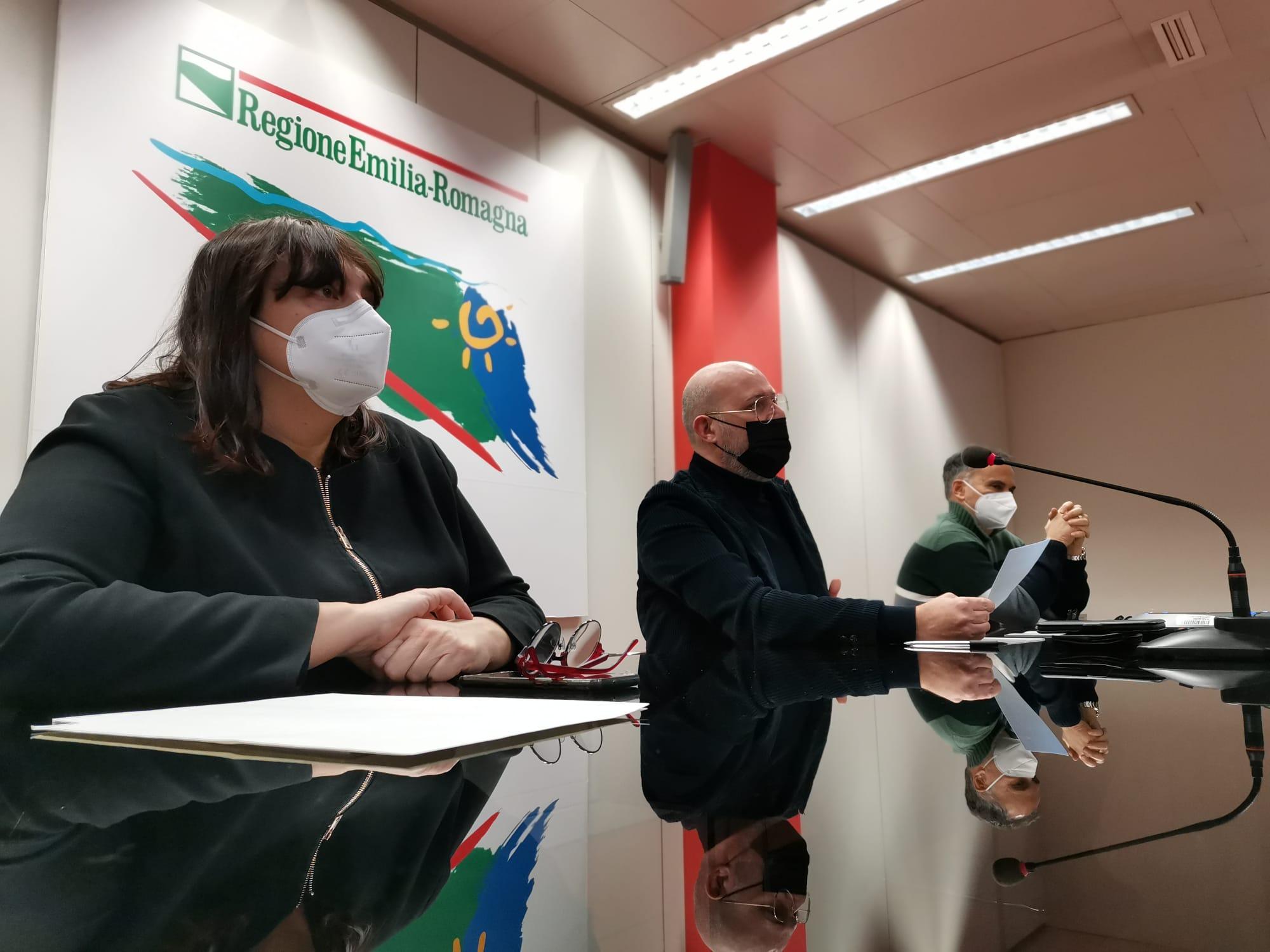 conferenza stampa con il presidente Stefano Bonaccini e gli assessori Paola Salomoni (Scuola) e Andrea Corsini (Trasporti)