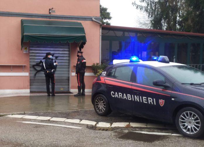I Carabinieri chiudono il bar