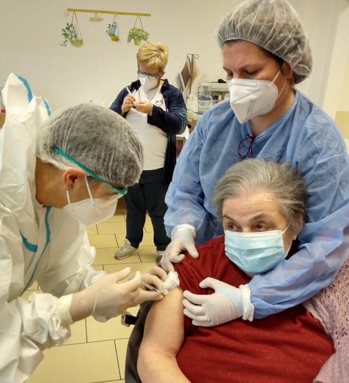 prima ospite vaccinata struttura CIDAS Mantovani, Vilbene Sivieri