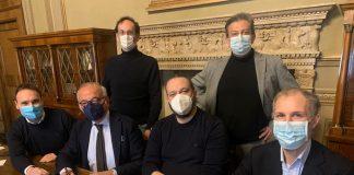 i rappresentanti di Confesercenti-Confcommercio accolti in Municipio a Ferrara dal sindaco Alan Fabbri