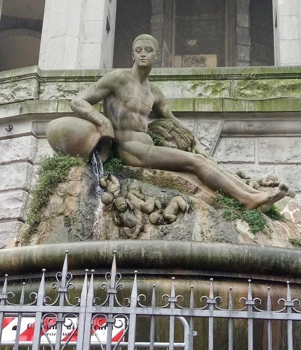 fontana acquedotto, statua di Arrigo Minerbi