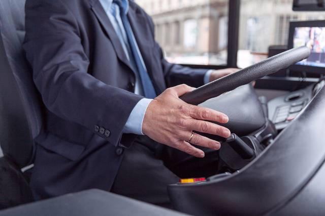 Conducente autobus (foto Shutterstock)