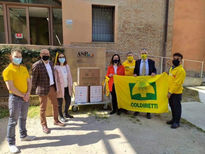 Consegna dei pacchi Coldiretti a Ferrara