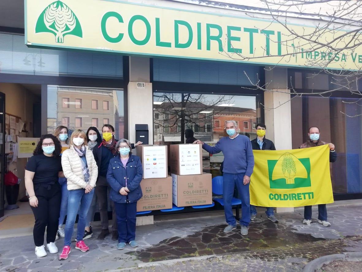 Consegna dei pacchi Coldiretti a Bondeno