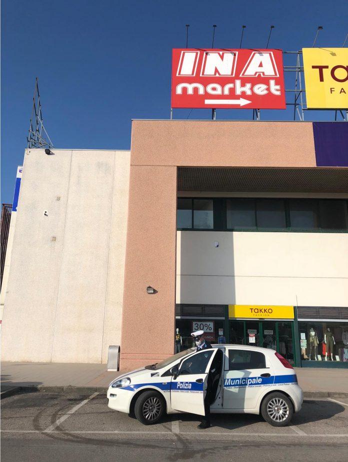 Polizia municipale sanzioni market